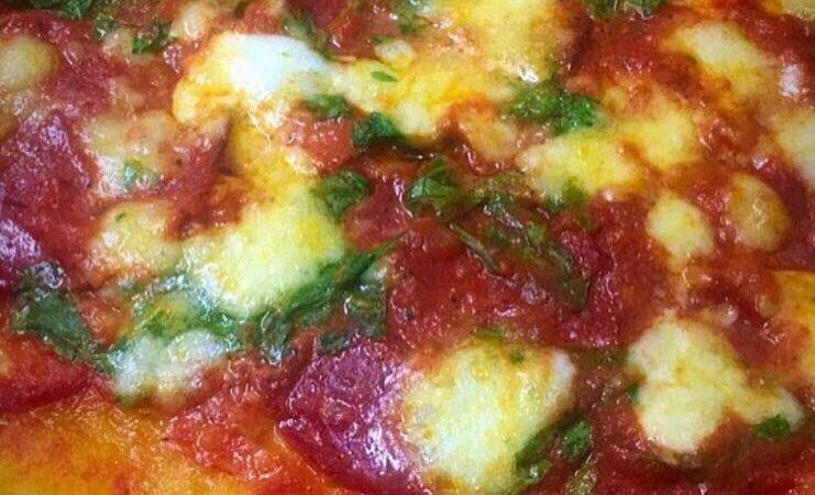 Mozzarella and halal chorizo pizza